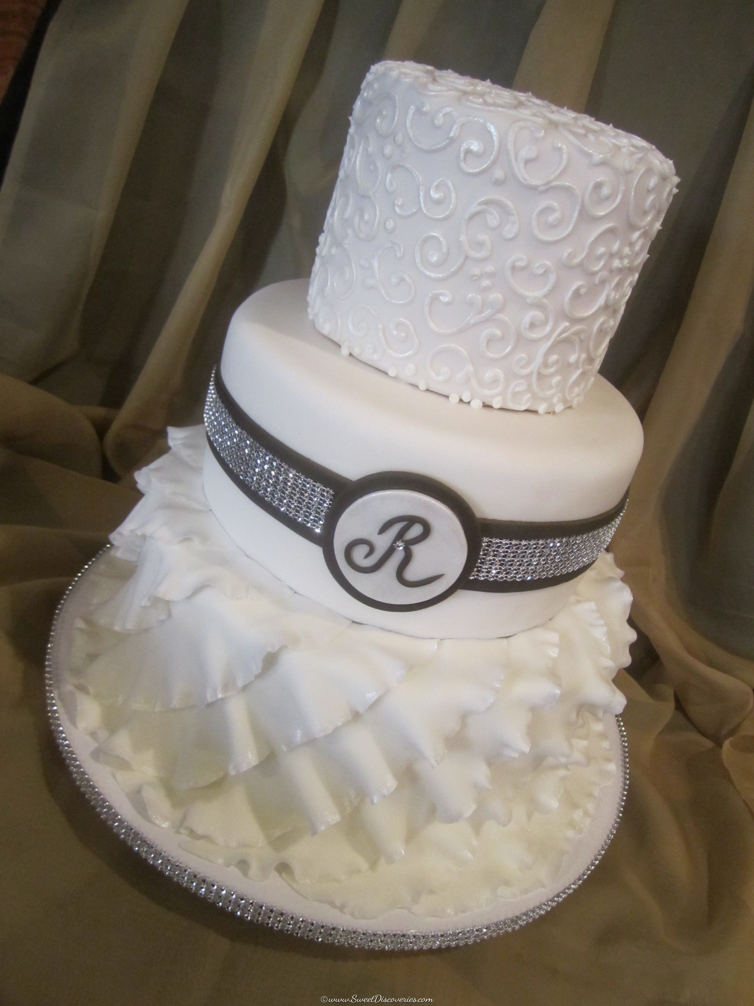 Jen\'s Ruffles Wedding Cake | Sweet Discoveries